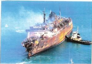 Il-relitto-del-Moby-Prince-come-appariva-dopo-la-tragedia-604x423