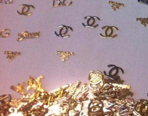 Falsi: Gdf sequestra 18.000 etichette per contraffare abiti
