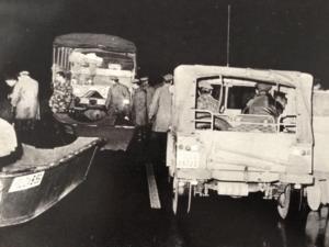 l'intervento della polizia durante l'alluvione del 1966 a Firenze